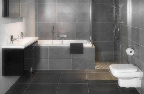 Nieuwe badkamer tegels - En grijze bad leisteen ...